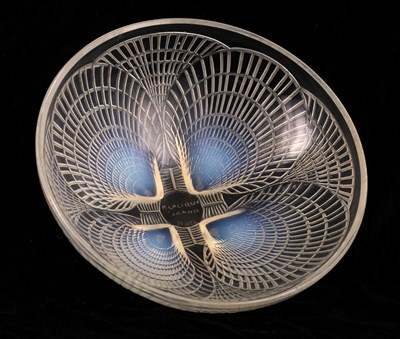Lot 23 - A RENE LALIQUE OPALESCENT GLASS COQUILLES PATTERN BOWL