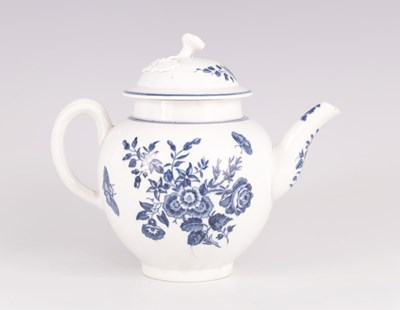 Lot 36 - AN 18TH CENTURY WORCESTER BLUE AND WHITE TEAPOT